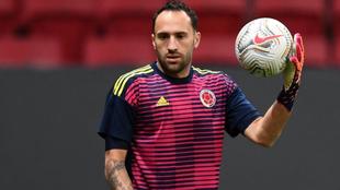 David Ospina realiza un calentamiento en la Copa América 2021.