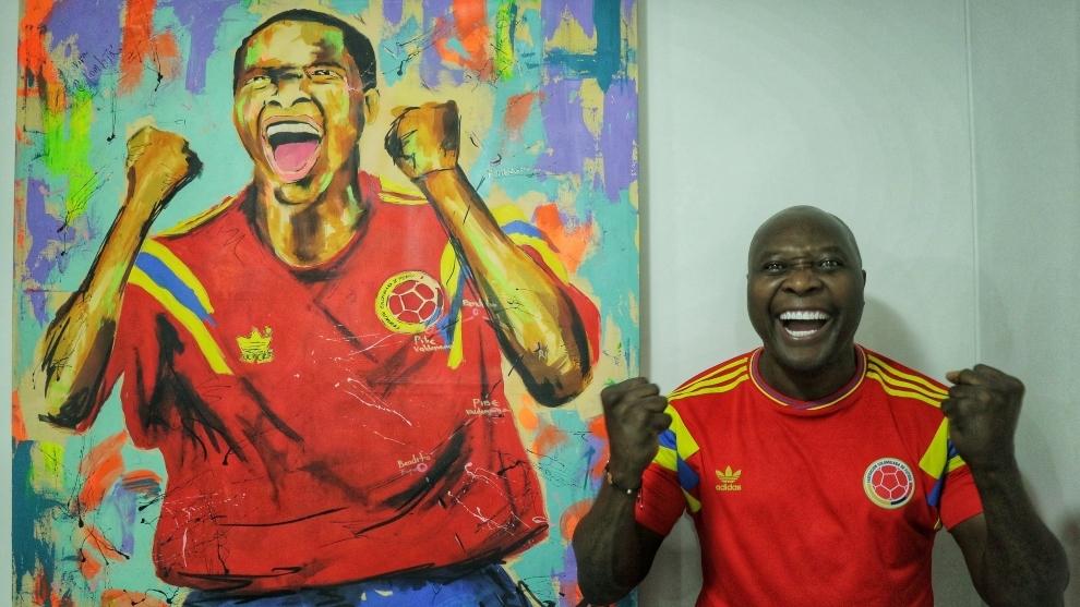 Freddy Rincón con una imagen de su etapa de jugador.