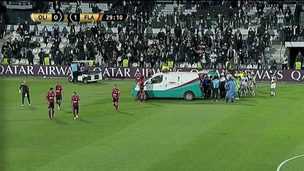 Tremendo susto en Copa Libertadores: jugador de Olimpia salió en ...