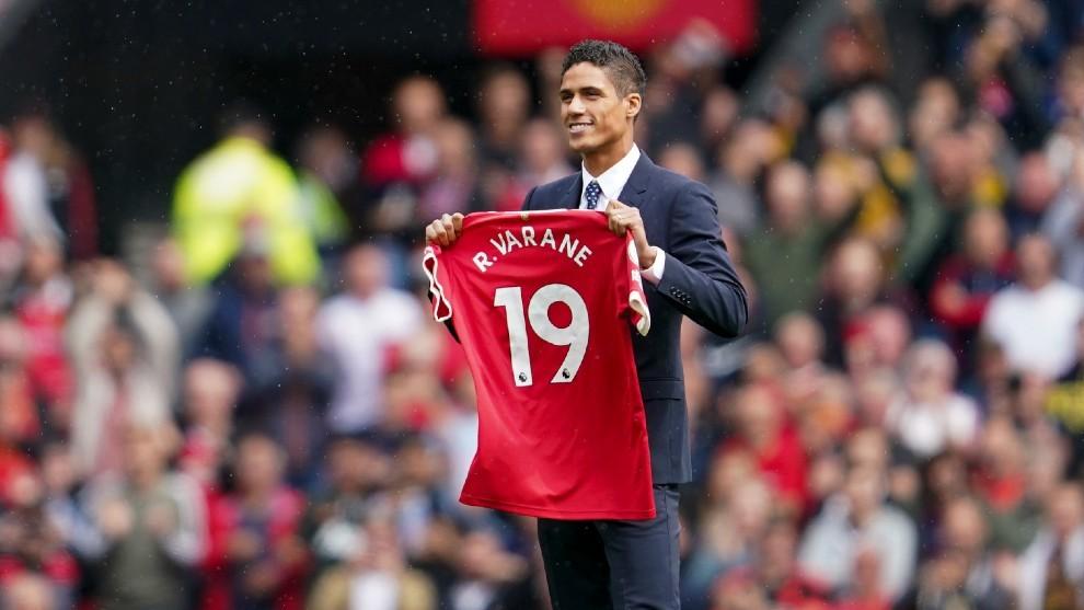 El Manchester United por fin hace oficial el fichaje de Varane