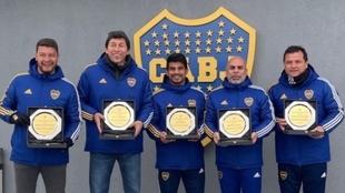 Battaglia, Bermúdez, Ibarra, Serna y Delgado, con el escudo de Boca.