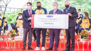 Presidente Duque entregó incentivos a los medallistas olímpicos de...