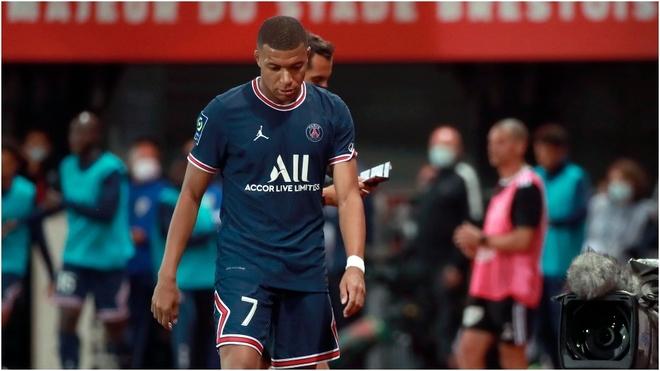 Mbappé se retira del campo durante el Brest-PSG.
