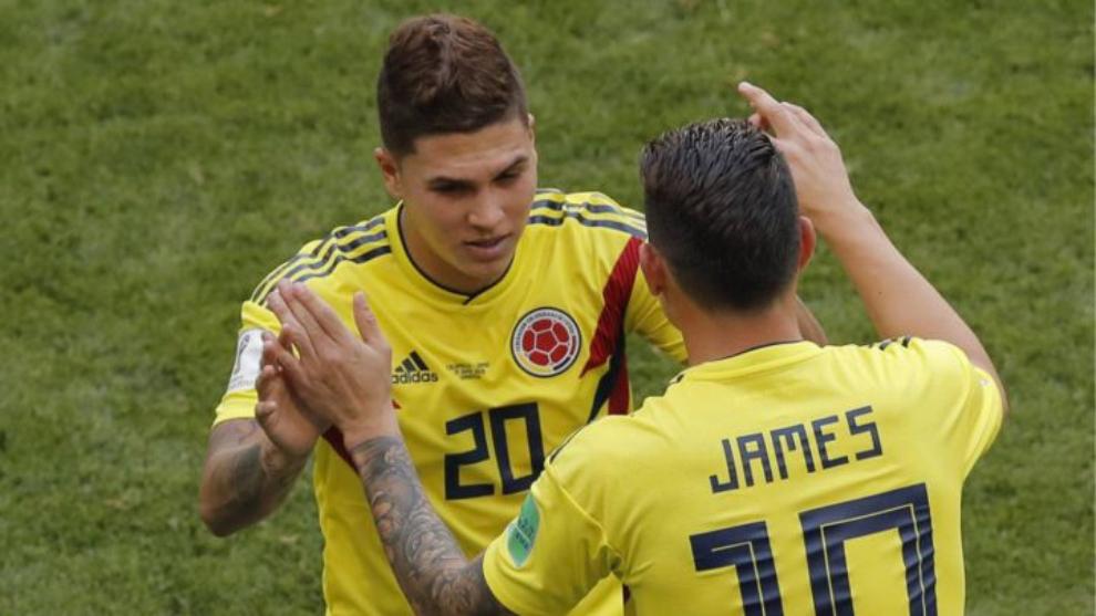 Juan Fernando Quintero y James Rodríguez, durante un partido.