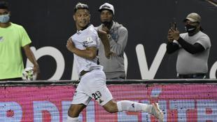 Teo Gutiérrez marca el gol del empate de Calo 2-2 ante Medellín.