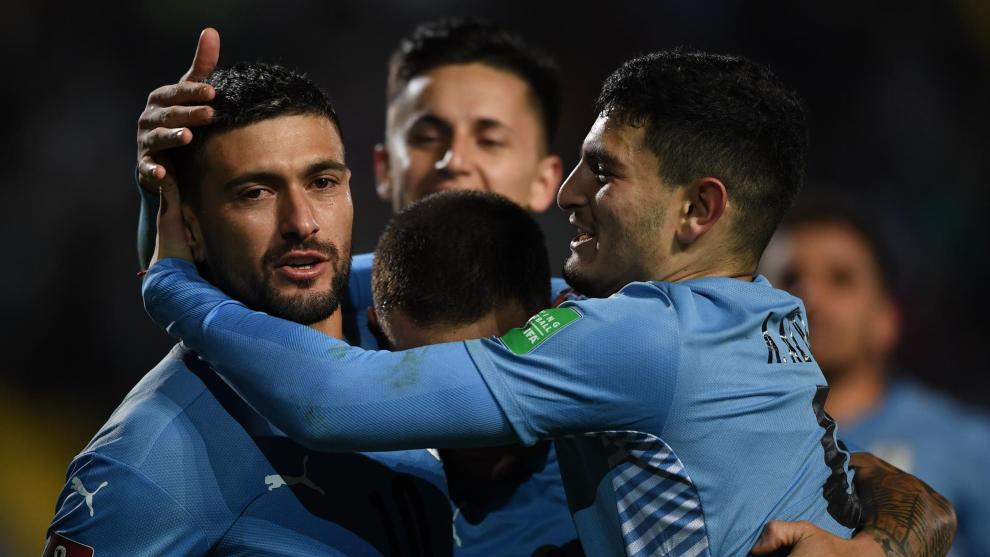 Jugadores de Uruguay celebra un gol ante Bolivia.