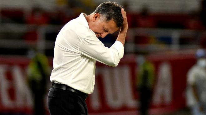 Juan Carlos Osorio se toma la cabeza en un encuentro con el América...