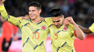 James y Falcao, durante un partido con Colombia