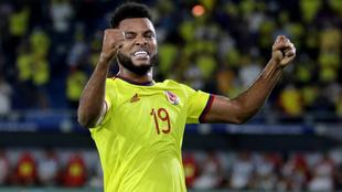 Miguel Ángel Borja festeja un tanto con la Selección Colombia.