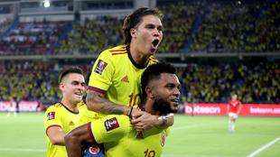 Jugadores de colombia celebran un gol en Barranquilla.