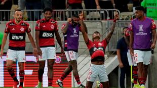 Bruno Henrique celebra un gol.