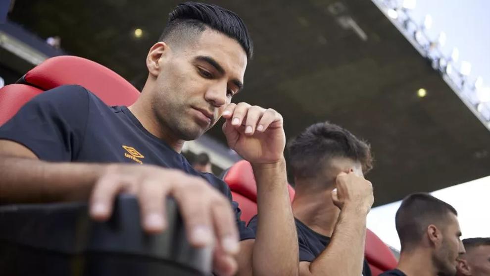 Los particulares gestos de Radamel Falcao cuando está en el banco.