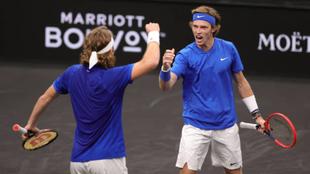 Tsitsipás y Rublev en el partido de dobles