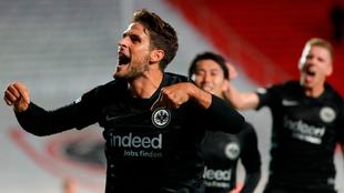 Goncalo Paciencia celebra su gol.