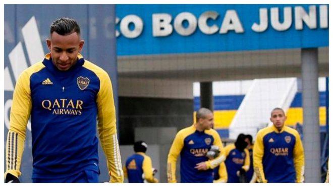 Villa, con la cabeza gacha, en un entrenamiento con Boca.