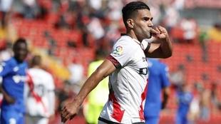 Radamel falcao ganó el trofeo a mejor jugador del mes en el Rayo...