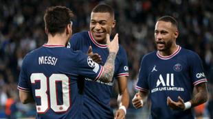 Messi, Mbappé y Neymar celebran un gol con el PSG