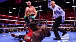 Tyson Fury gana por KO a Deontay Wilder