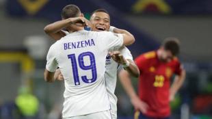 Benzemá y Mbappé celebrando la victoria