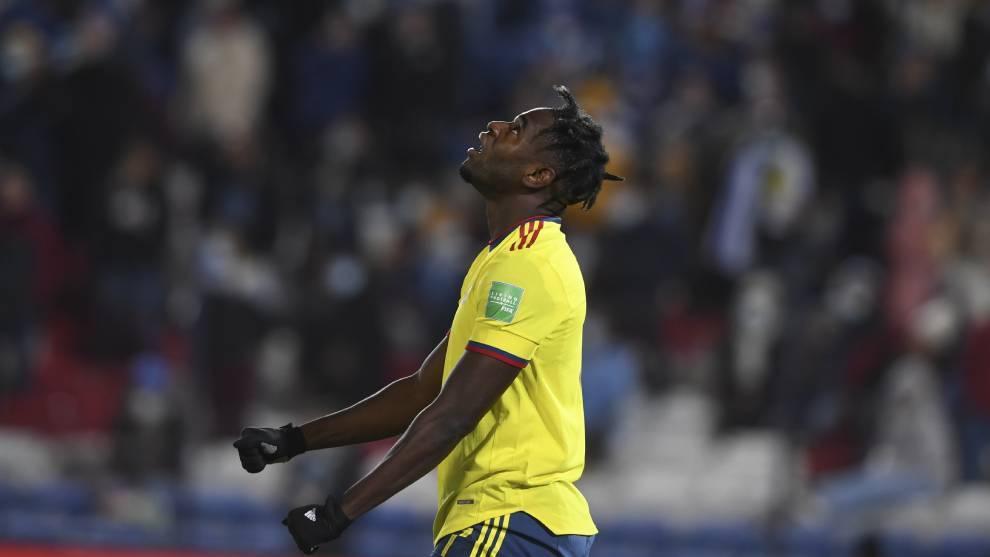 Duván Zapata, en un partido con la Selección Colombia.