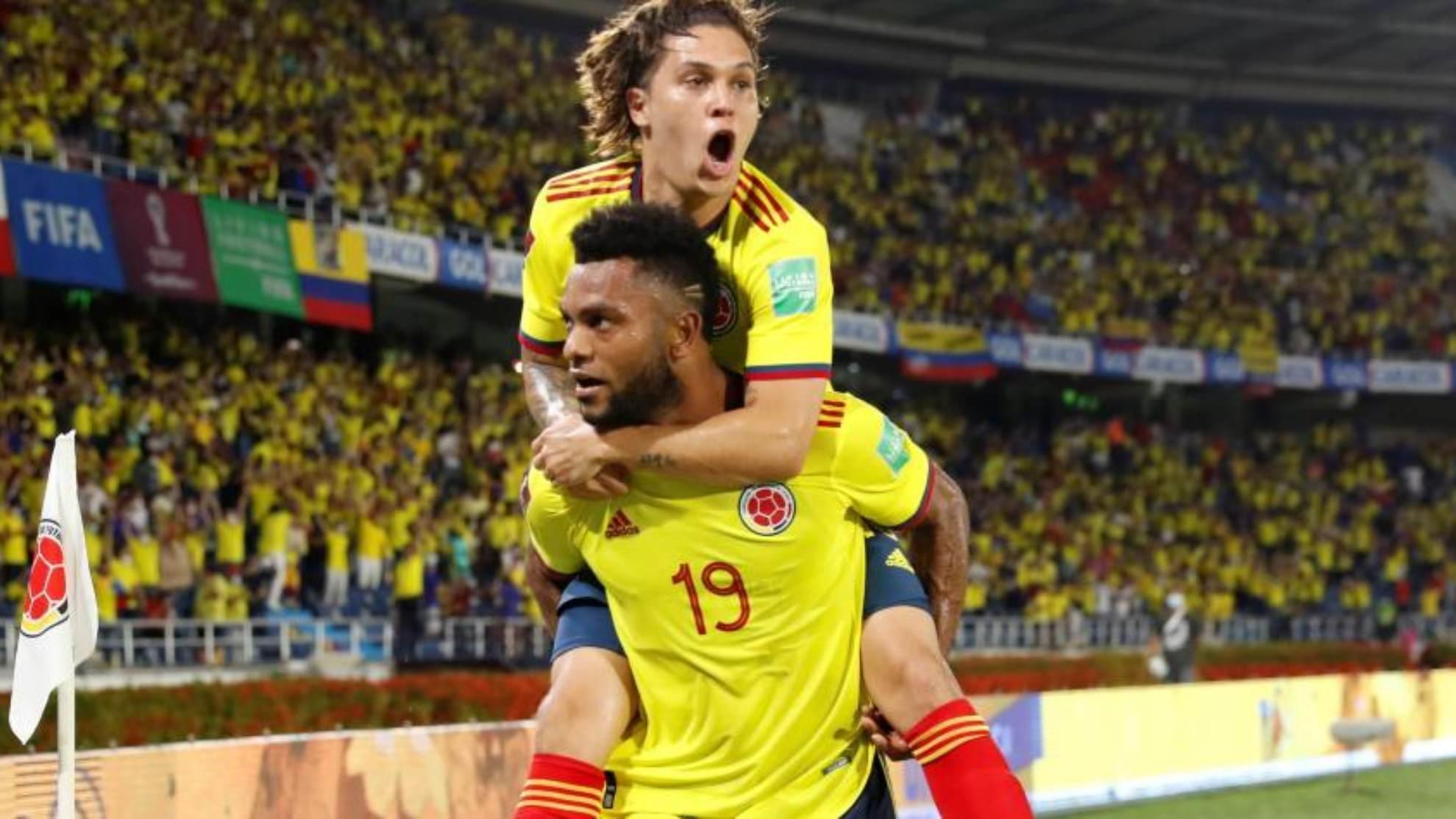 Miguel Borja y Juanfer Quintero celebrando un gol con la Selección...