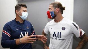 Pochettino charla con Sergio Ramos