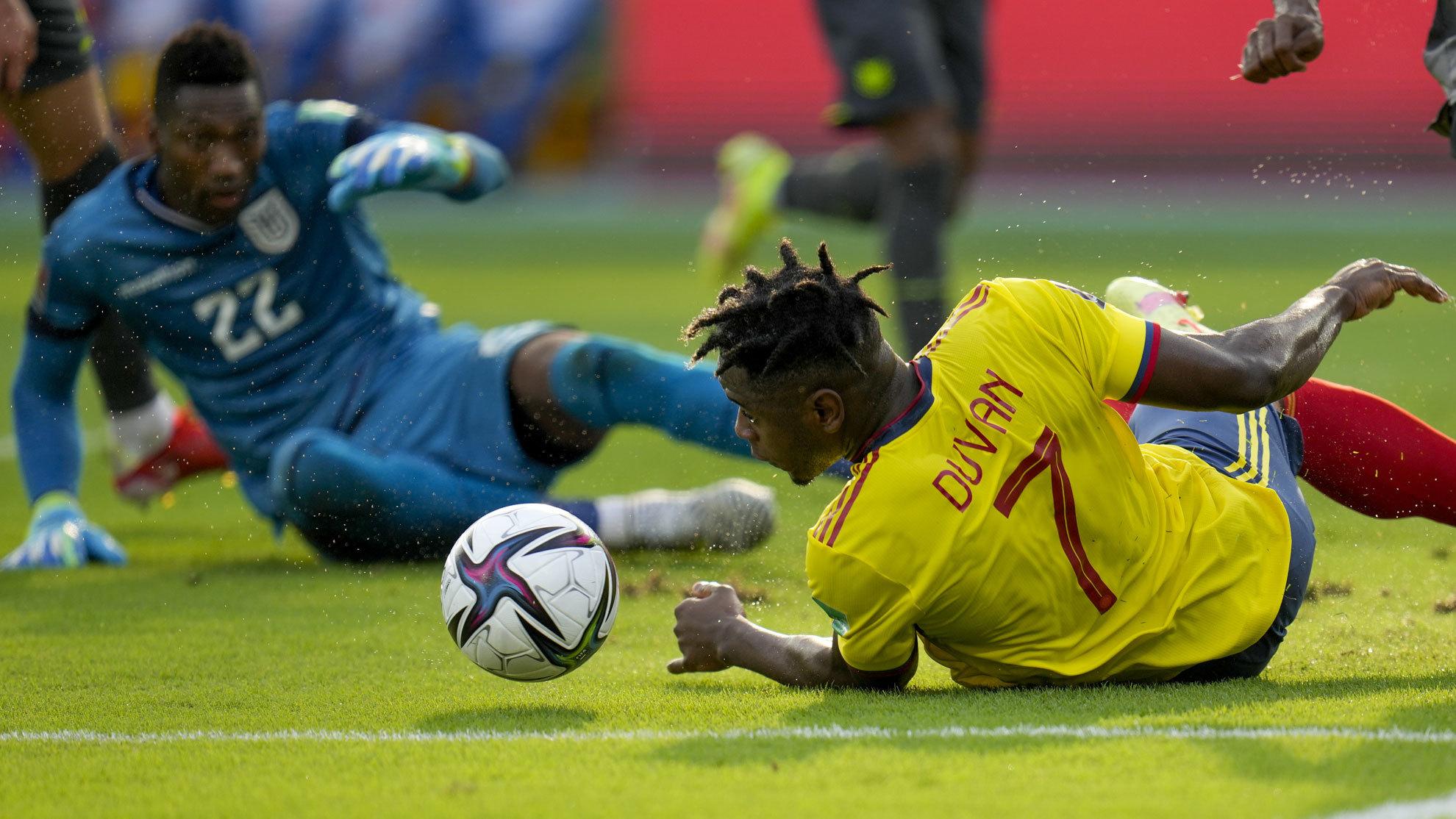 Duván Zapata sigue gafado con Colombia: ningún gol en los ...