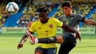Duván Zapata en el partido Colombia vs Ecuador