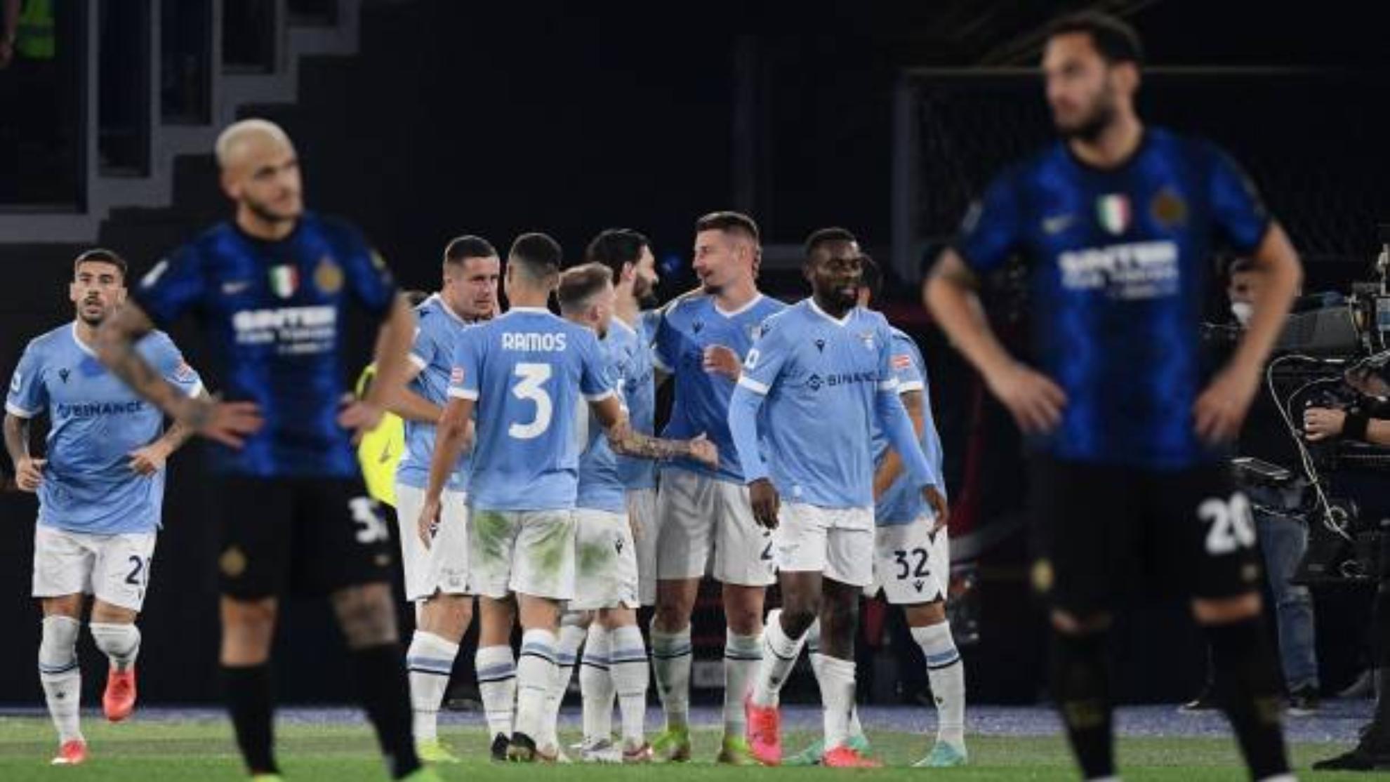 La Lazio remonta con un gol polémico y provoca la primera derrota ...