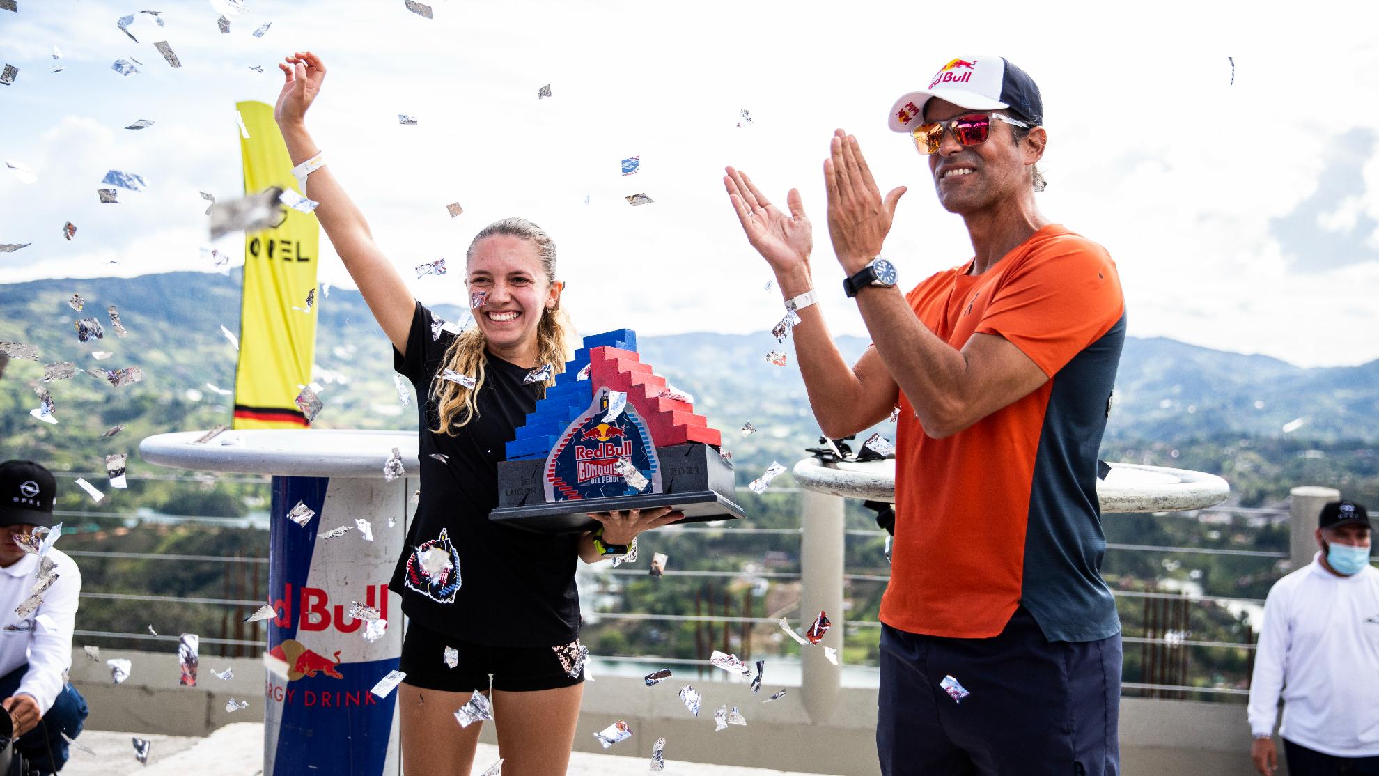 Melissa Herrera, campeona femenina del Red Bull Conquista, y Orlando Duque.