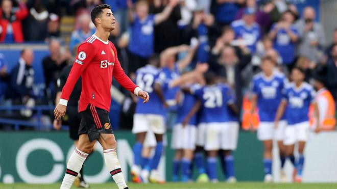 Cristiano, con los jugadores del Leicester al fondo celebrando un gol