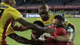 Los jugadores de Pereira celebran el paso a la final de la Copa...