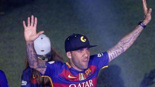 Dani Alves celebra un titulo con el Barcelona