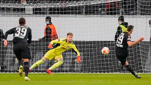 Rafael Santos Borré anotó en la victoria del Eintracht Frankfurt 3-1...