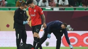 James es atendido durante la final de la Copa del Emir