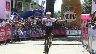 Aldemar Reyes celebra su victoria de etapa.