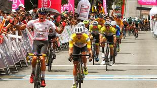 Óscar Quiroz cruza la meta en Pereira.