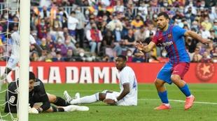 Agüero marcando contra el Real Madrid